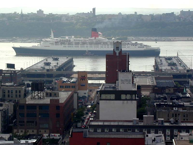 Queen Elizabeth 2 leaves the port of New York in May of 2001